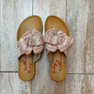 Cute sandals with a bow